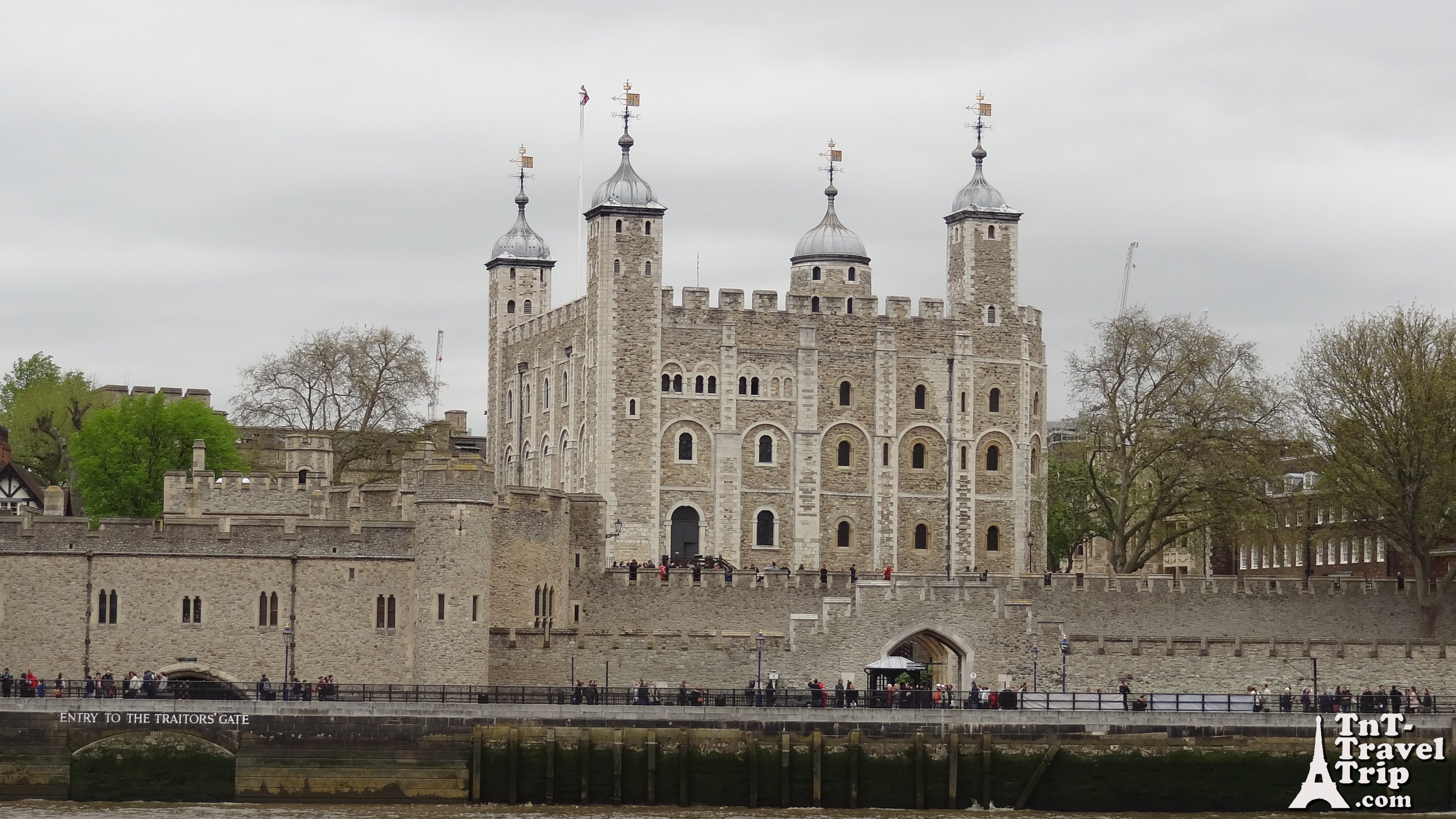 tower of london tnt travel trip. Black Bedroom Furniture Sets. Home Design Ideas